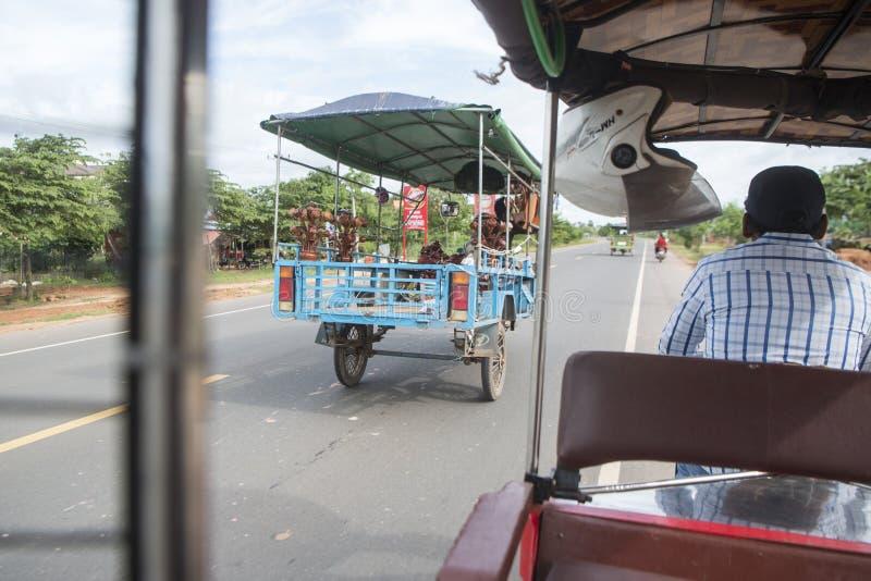 KAMBODŻA KAMPONG THOM miasta transport TUK TUK zdjęcie royalty free