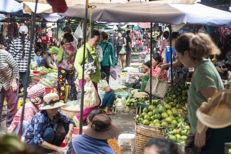 KAMBODŻA PHNOM PENH KANDAL rynku jedzenie zdjęcie royalty free