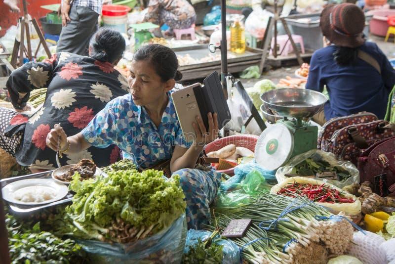 KAMBODŻA PHNOM PENH KANDAL rynku jedzenie obrazy royalty free