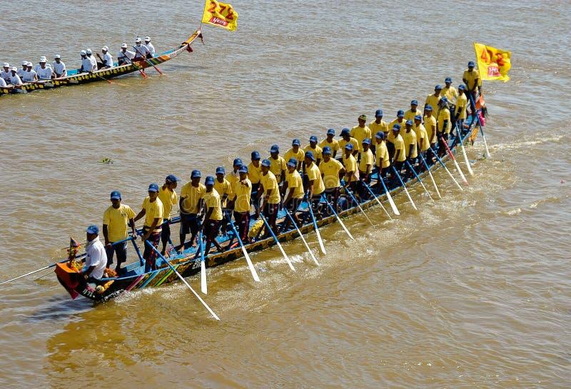 Kambodschanische Wasserfestival-Regatta lizenzfreies stockbild