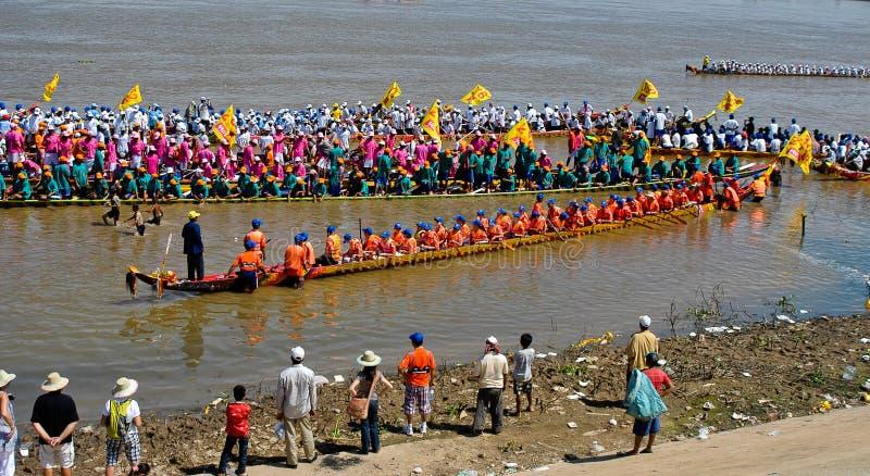 Kambodschanische Wasserfestival-Regatta lizenzfreie stockfotografie