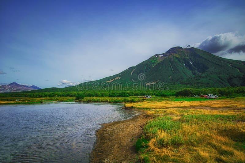Kamchatka, Aardpark, Rusland De Khodutkinskiye hete lentes bij de voet van vulkaan Priemysh royalty-vrije stock fotografie