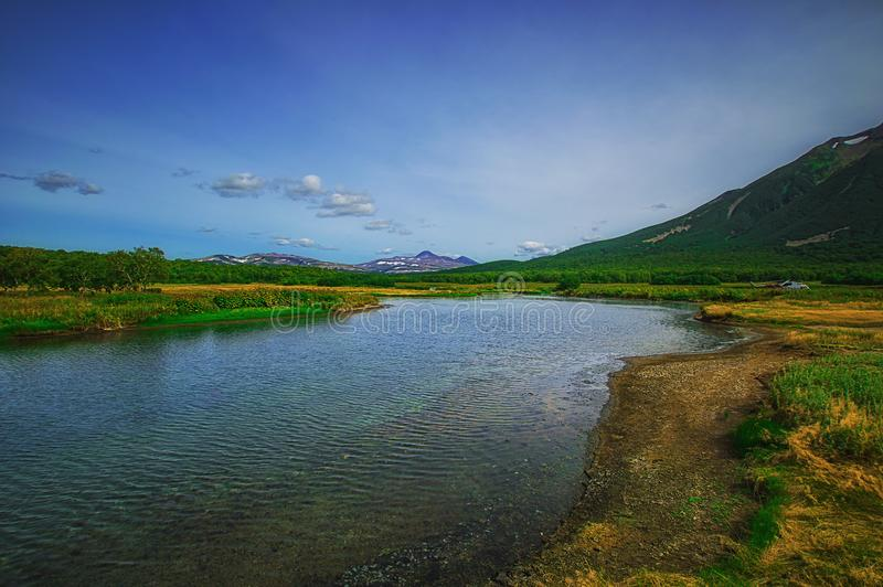 Kamchatka, Aardpark, Rusland De Khodutkinskiye hete lentes bij de voet van vulkaan Priemysh stock foto's