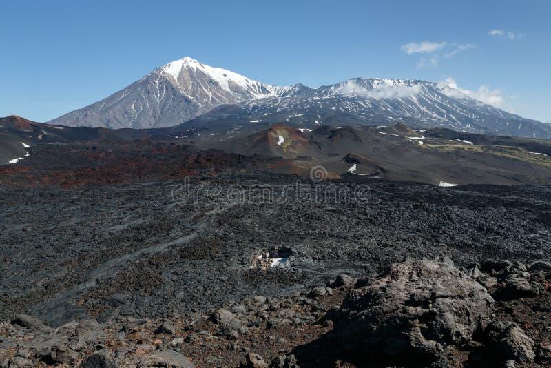 Kamchatka halvö: vulkaniskt landskap för sommar royaltyfria bilder