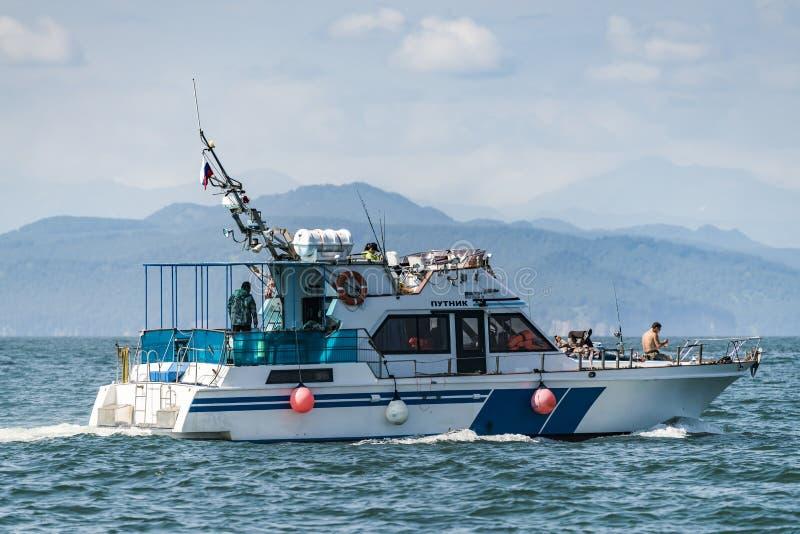 Kamchatka Krai, Rusland, Agu 19 2017-jachten zeil in Okhotsksea royalty-vrije stock afbeelding