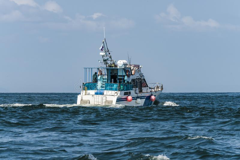 Kamchatka Krai, Rusland, Agu 19 2017-jachten zeil in Okhotsksea stock fotografie