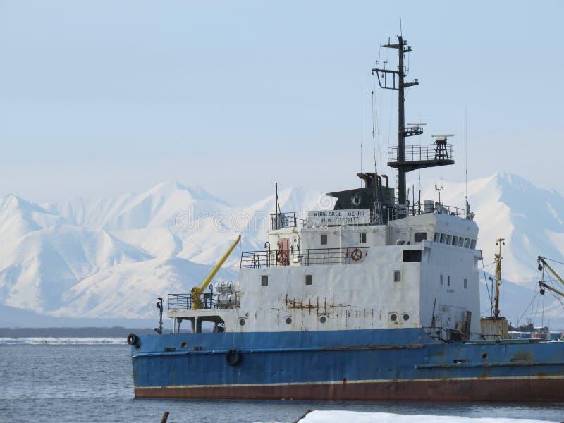 Kamchatka Ryssland Lastfartyg på pir i det Stillahavs- fotografering för bildbyråer