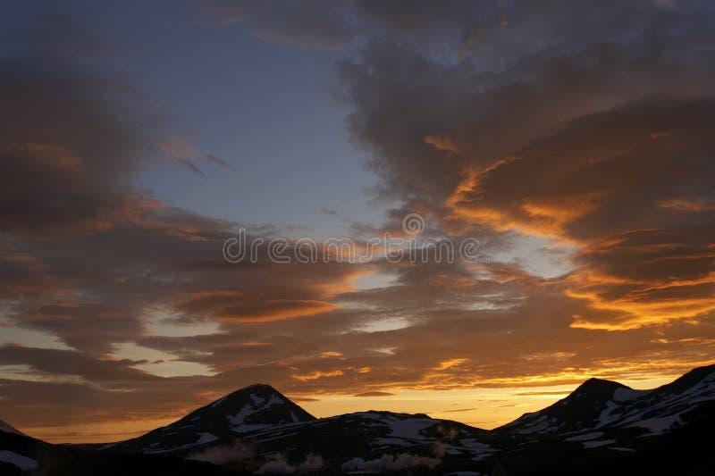 kamchatka solnedgång fotografering för bildbyråer