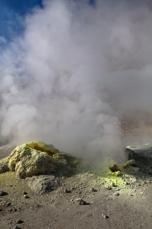 Kamchatka vulkan och fumarole arkivbilder