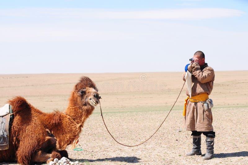 kamelherdsman hans nomad- mongolian royaltyfria foton