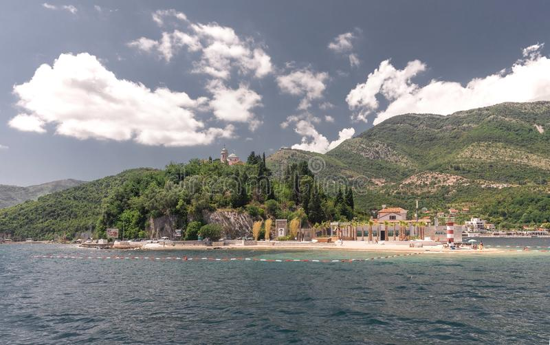 Kamenari-Lepetane轮渡在科托尔湾,黑山 库存照片