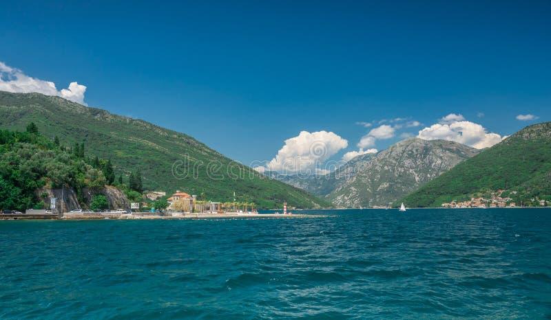 Kamenari-Lepetane轮渡在科托尔湾,黑山 库存图片