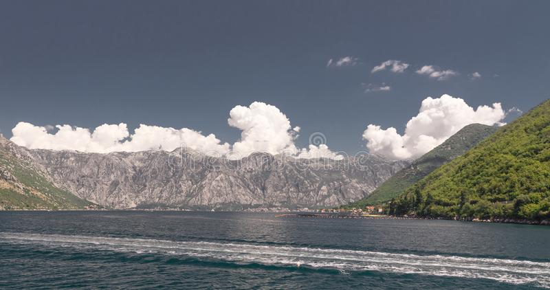 Kamenari-Lepetane轮渡在科托尔湾,黑山 图库摄影