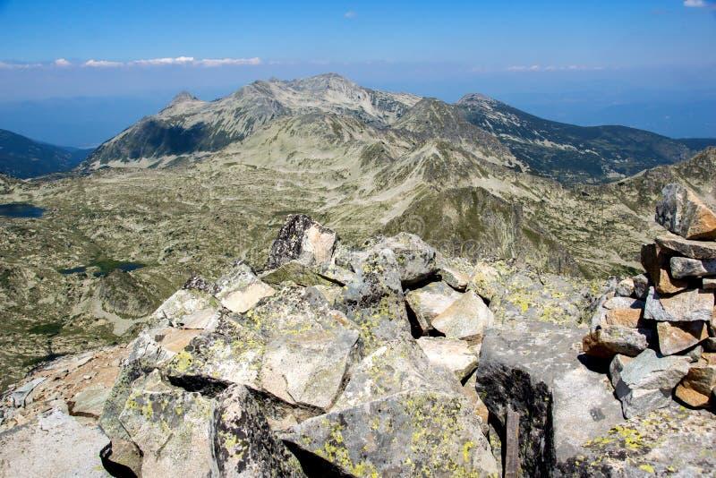 从Kamenitsa峰顶的惊人的看法在Pirin山 库存照片