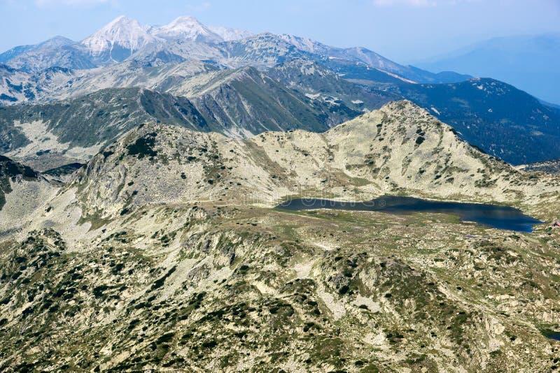 从Kamenitsa峰顶的惊人的看法在Pirin山 免版税图库摄影