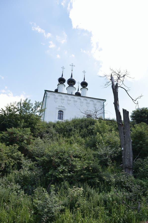 Kamenka flod i Suzdal royaltyfria bilder