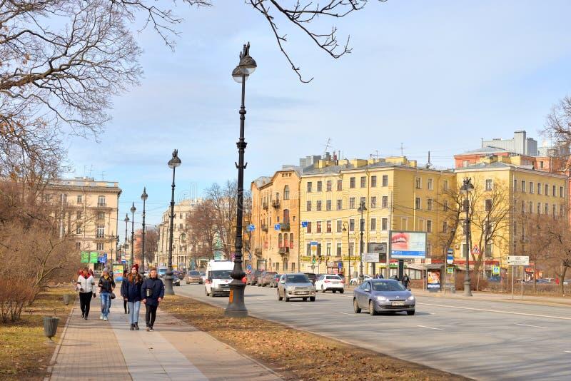 Kamennoostrovsky Prospekt在圣彼得堡 免版税库存图片