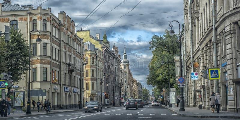 Kamennoostrovsky Prospekt在秋天天 库存照片