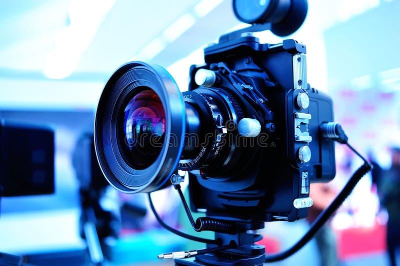 Kamera auf Stativ stockfotografie