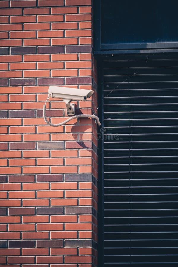 Kamera bezpieczeństwa, inwigilacja zbawczy system na budynku biurowym fotografia stock