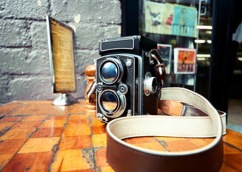 Kamera der alten Schule-TLR lizenzfreie stockfotos