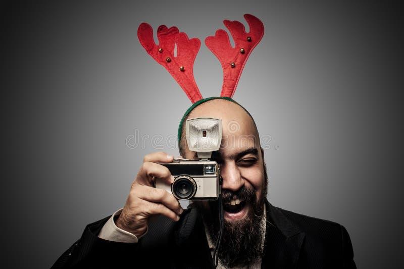 Kamera för skäggig man för jul hållande gammal arkivbilder