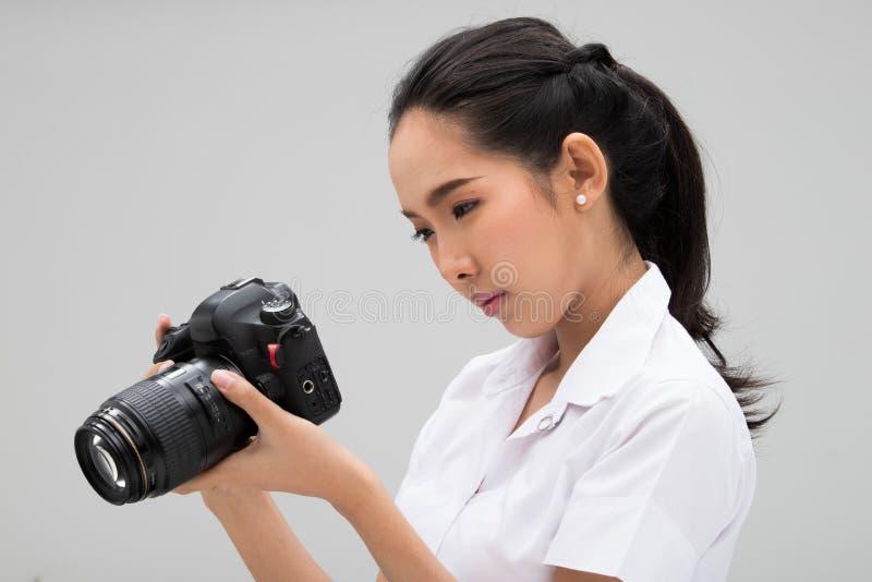 Kamera för universitetsstudentPhotographer håll fotografering för bildbyråer
