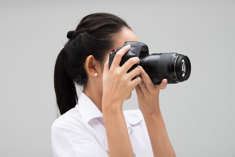 Kamera f?r universitetsstudentPhotographer h?ll arkivfoto