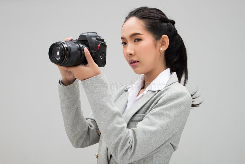 Kamera f?r universitetsstudentPhotographer h?ll fotografering för bildbyråer