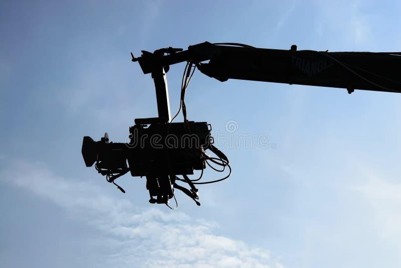 Kamera gegen blauen Himmel lizenzfreie stockfotos