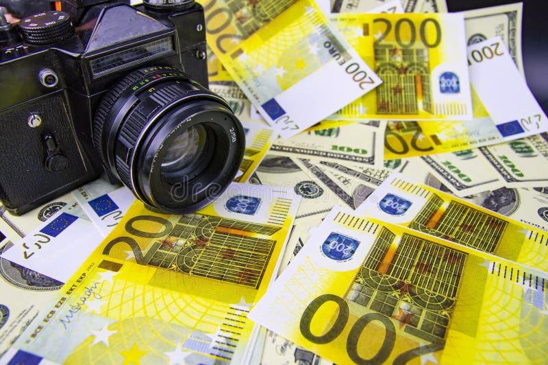 Kamera jest na pieniądze - online przychody na fotografii obraz royalty free