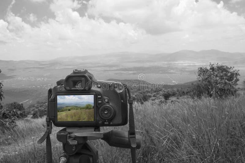 Kamera med landskap royaltyfria bilder