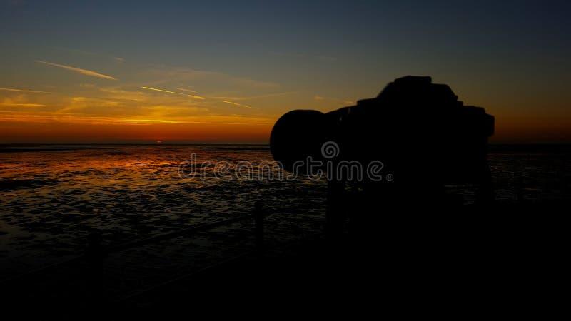 Kamera mit Sonnenuntergang lizenzfreies stockfoto