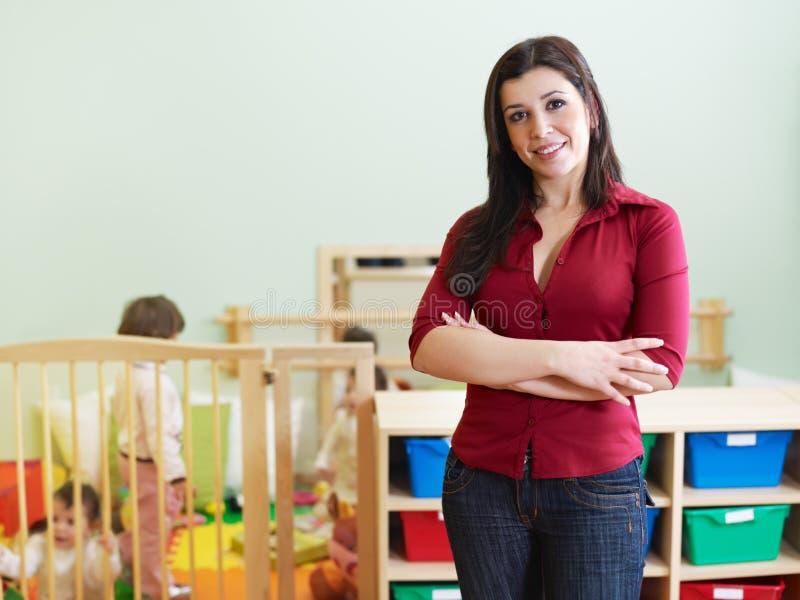 kamera nauczyciel żeński przyglądający obraz stock