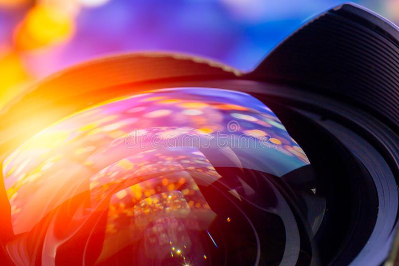 Kamera obiektywu kąta krzywy przodu super szerokiego szklanego obiektywu kolorowy odbicie obraz stock