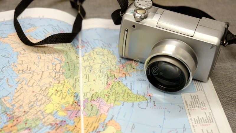 Kamera och en modern översikt av världen arkivfoto