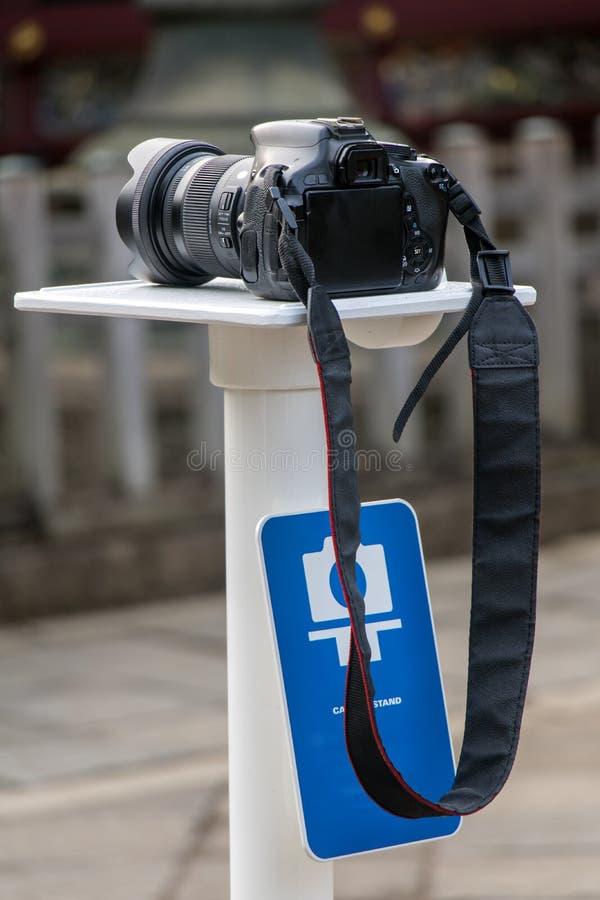 Kamera stojak dla fotografa w mieście fotografia stock