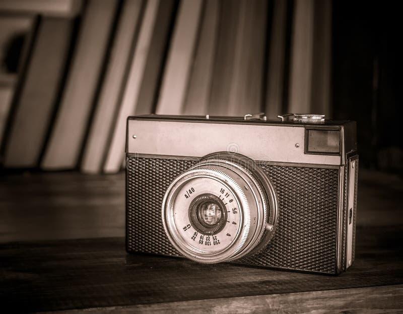 Kamera und Bücher lizenzfreies stockfoto
