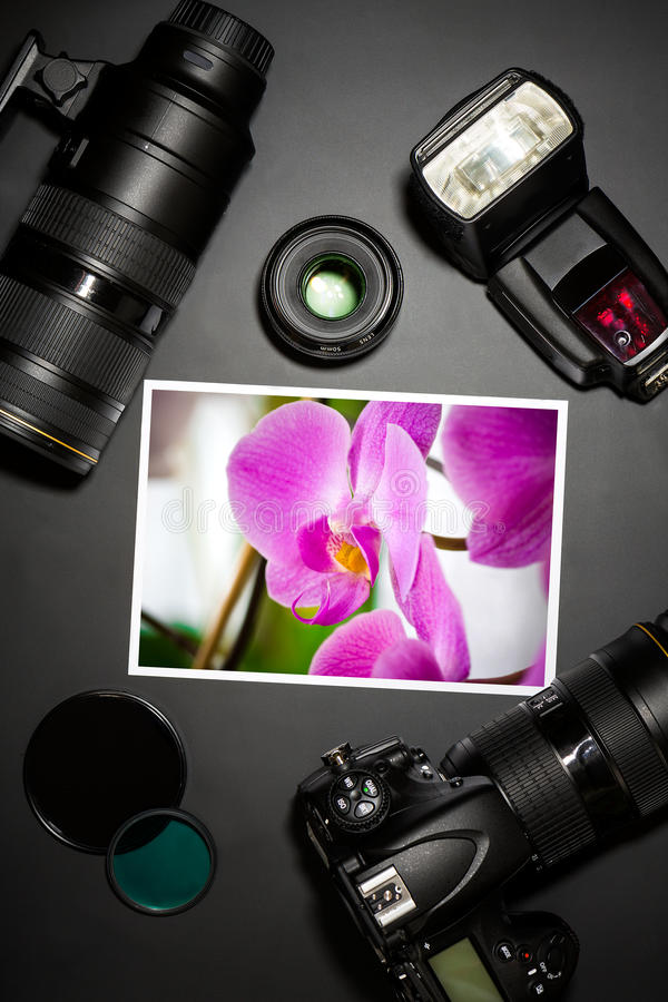 Kamera wizerunek na czarnym tle i obiektyw ilustracji