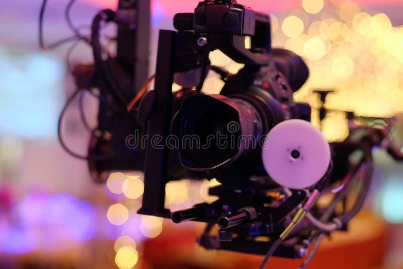 Kameraaufzeichnung auf Kran in der Produktion auf Hochzeit Nahaufnahme stockbilder