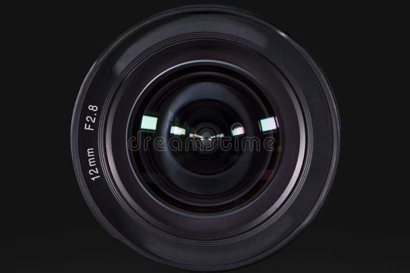 Kamerafotolinse mit dunklem Hintergrund lizenzfreie stockfotografie