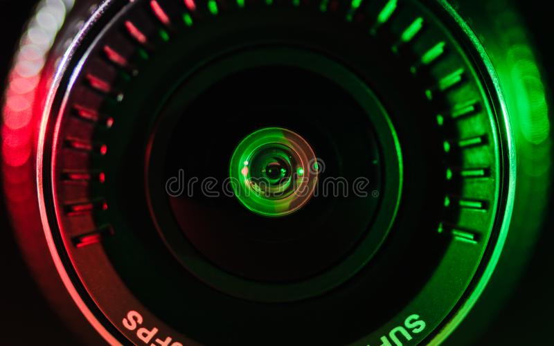 Kameralinsen med kulört ljus, nära foto royaltyfri fotografi