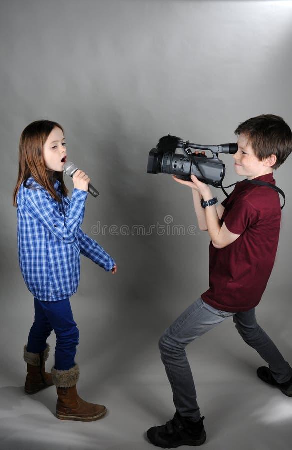 Kameraman och sångare royaltyfri bild