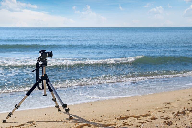 Kameror på en tripod royaltyfria bilder