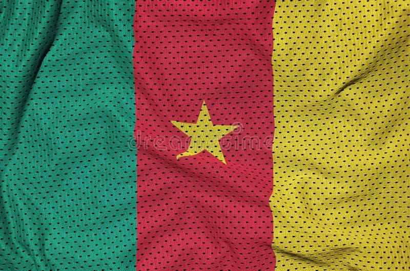 Kamerunflagga som skrivs ut på en fabri för ingrepp för polyesternylonsportswear arkivbilder
