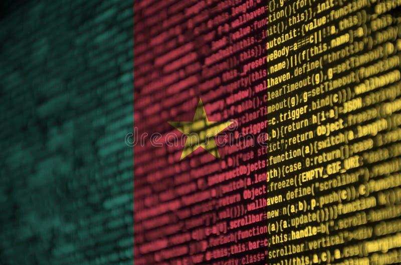 Kamerunflaggan visas på skärmen med programkoden Begreppet av modern teknologi- och platsutveckling royaltyfri foto