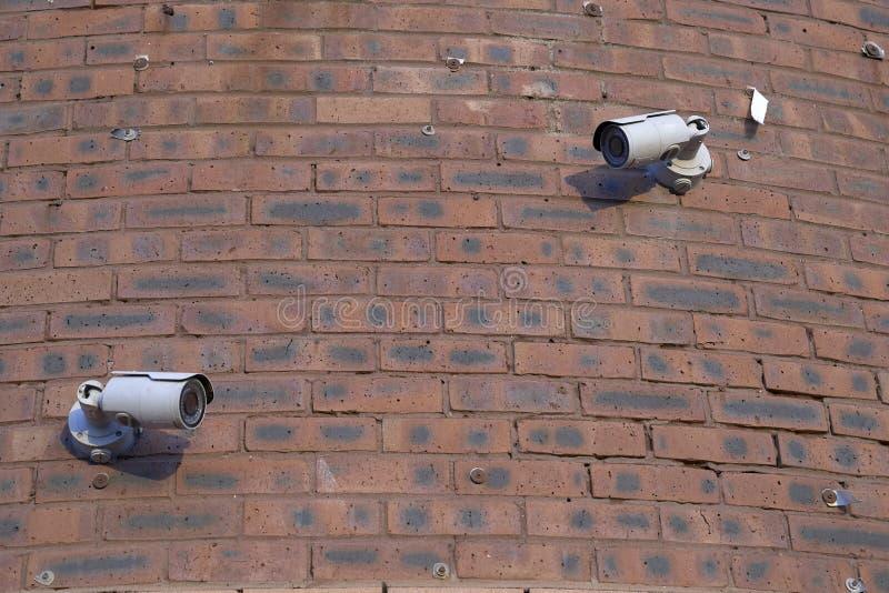 Kamery bezpieczeństwe w ścianie z cegieł fotografia stock