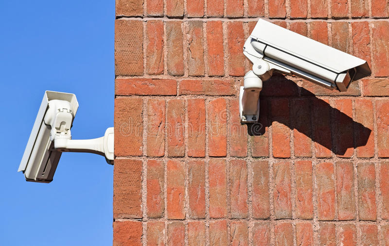 Kamery bezpieczeństwa na ściana z cegieł zdjęcie royalty free