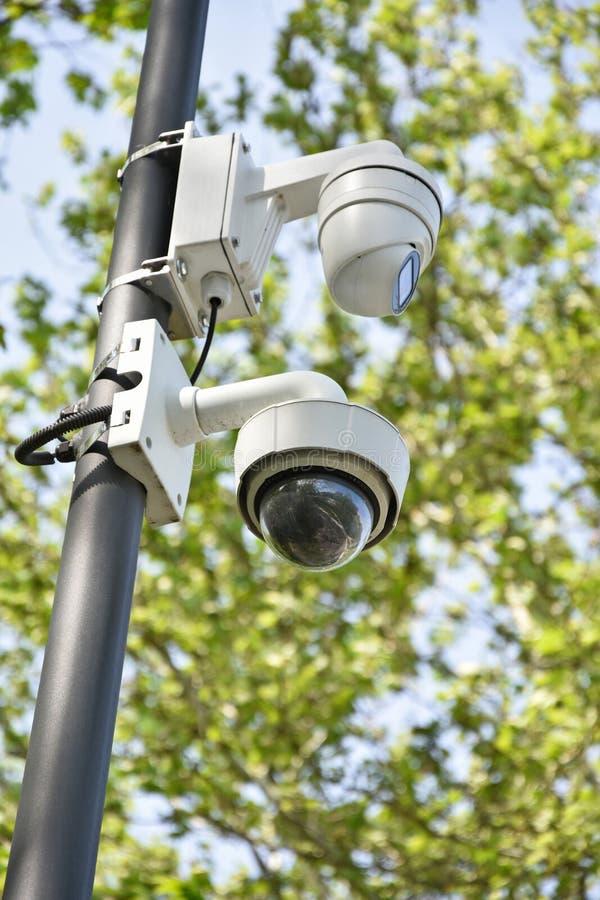 Kamery bezpieczeństwa na słupie plenerowym obrazy stock