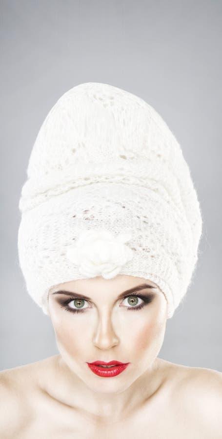kamery dziewczyny kapeluszu przyglądający stright target864_0_ fotografia stock